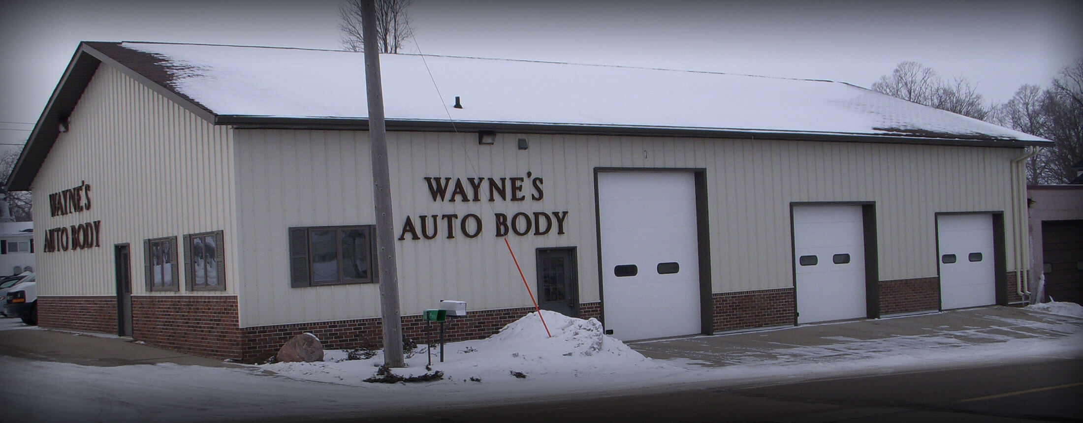 Exterior of Wayne's Auto Body shop in Le Center, MN